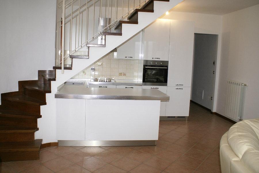 Cucina moderna sottoscala ALTCUC001  Mobili su misura