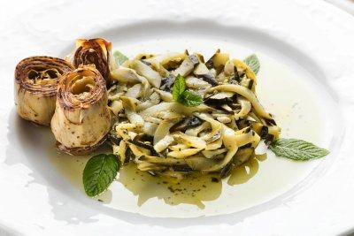 Sott'olio della casa preparati artigianalmente dallo Chef Marco Antonaglia, e sempre fresche, con verdure stagionali quali zucchine, cavolfiori, carciofi, fave, melanzane e funghi