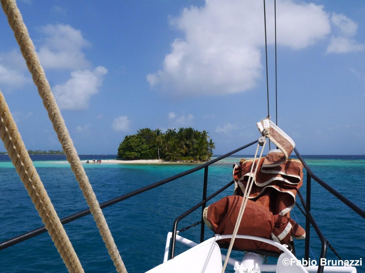 Sailing on the classic sailboat Joana