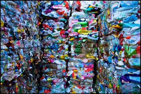 Au Mexique, le plastique recyclé sert à construire des maisons ! (Video)