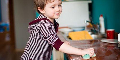 nino-limpia-cocina-p