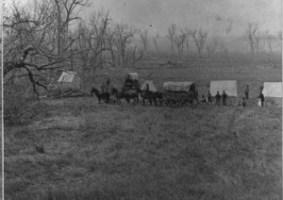 5 - Le truppe del Capitano Sanderson a Little Big Horn, poco tempo dopo la battaglia (1876)