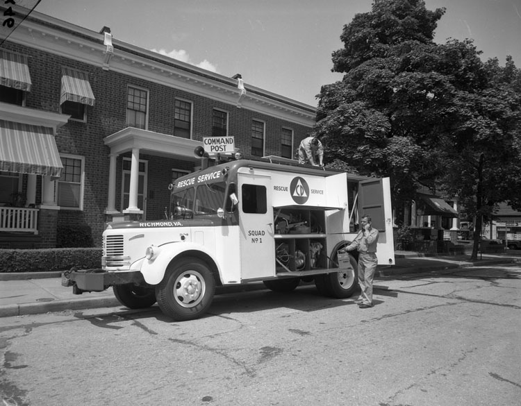 Richmond_Rescue_Service_truck_(2898498307)