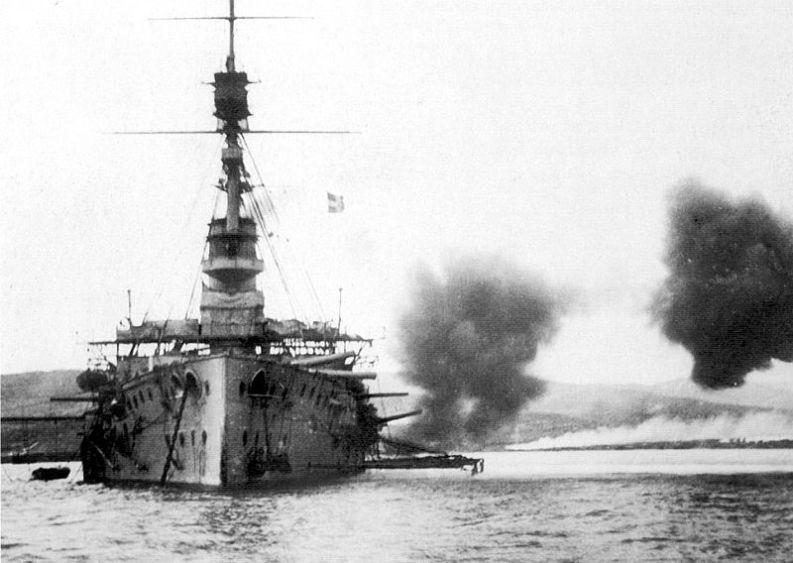 HMS_Cornwallis_broadside_Suvla_December_1915