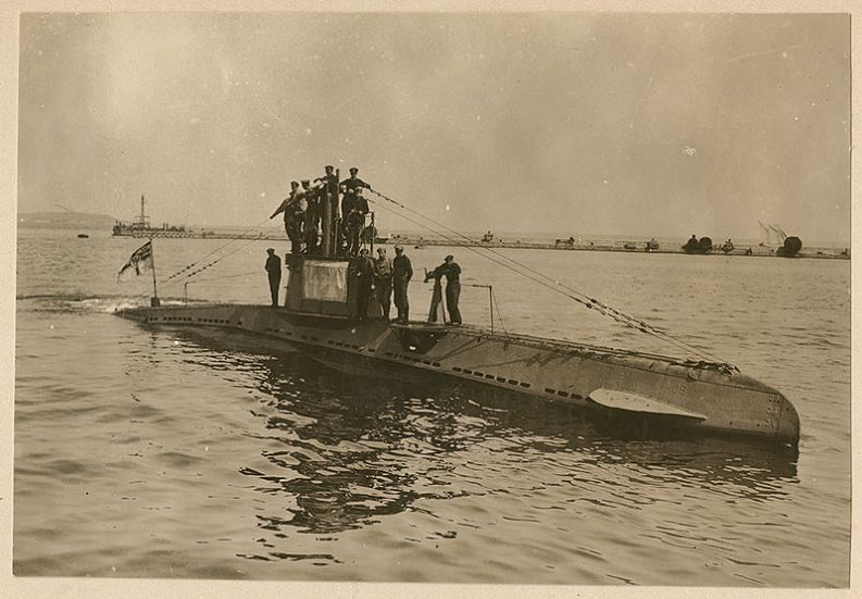 German_U-boat_UB_14_with_its_crew