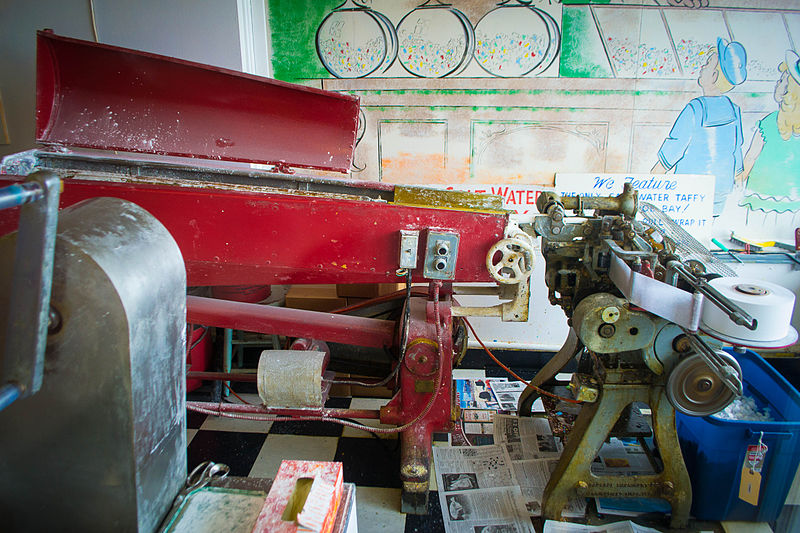 Salt_Water_Taffy_Stretching_and_Wrapping_Machines
