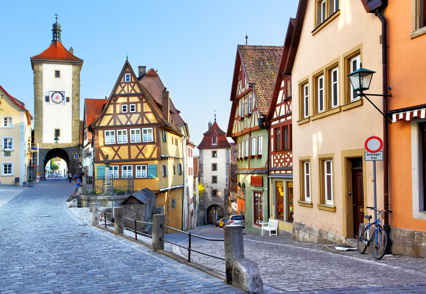 Old street in Rothenburg ob der Tauber, Bavaria, Germany - © Zoooom/Depositpohotos