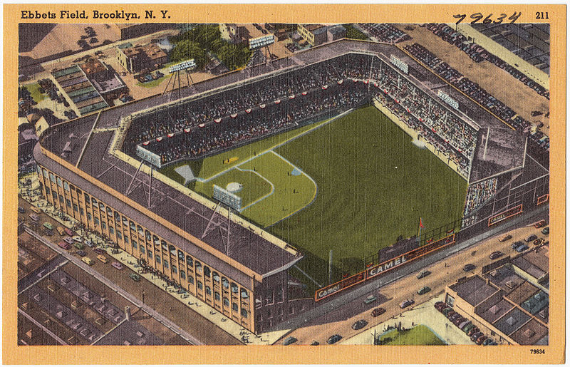 Lo stadio di Ebbets Fields a Brooklyn, in una cartolina degli anni '30-'40.