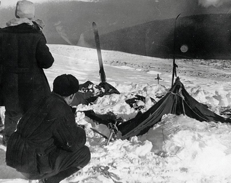 i soccorritori ritrovano i resti dell'accampamento