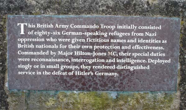 "Penhelig Park, Aberdovey: targa in memoria della ""(No. 3) X Troop""."