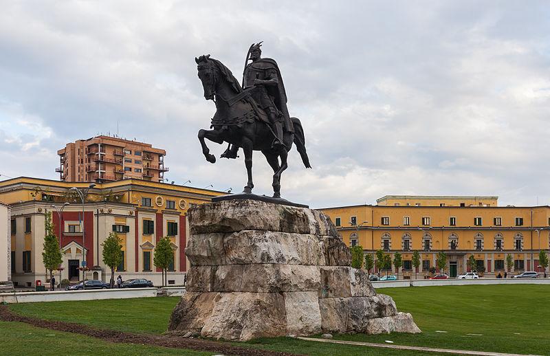 Monumento equestre a Skanderbeg a Tirana, Albania