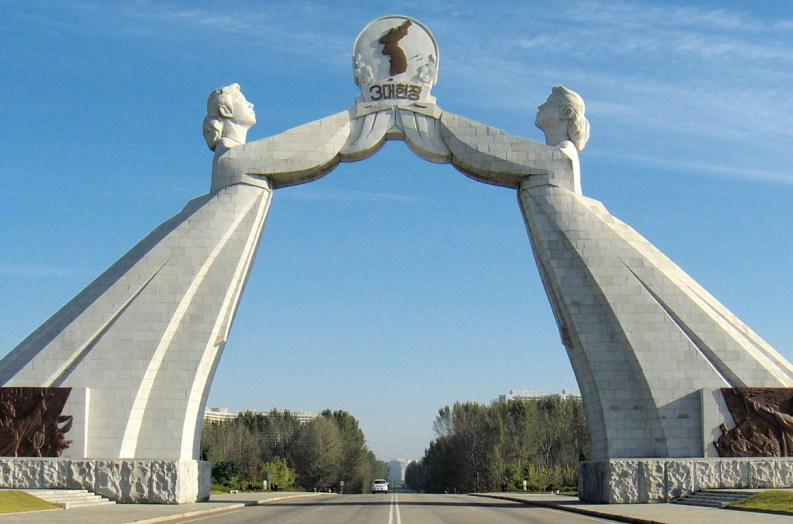 """""""Arco della riunificazione"""" Pyongyang (Corea del Nord)."""