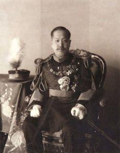 Re Sunjong di Corea indossa l'abito l'abito di corte dell'Impero Giapponese, 1910 c.a