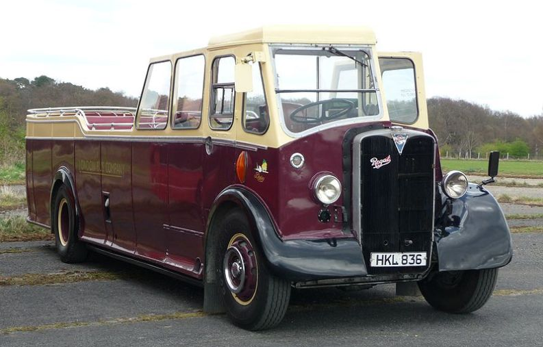 "Un ""torpedone"" AEC Regal I/Beadle della London Bus Company."