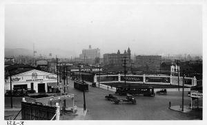 Los Angeles, 1922: traffico all'incrocio tra North Broadway e Sunset Boulevard