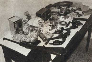 Armi e materiali ritrovati in un covo nappista