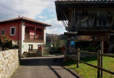 Entrada a la Quintana de Romillo, Apartamentos Rurales en Cangas de Onís