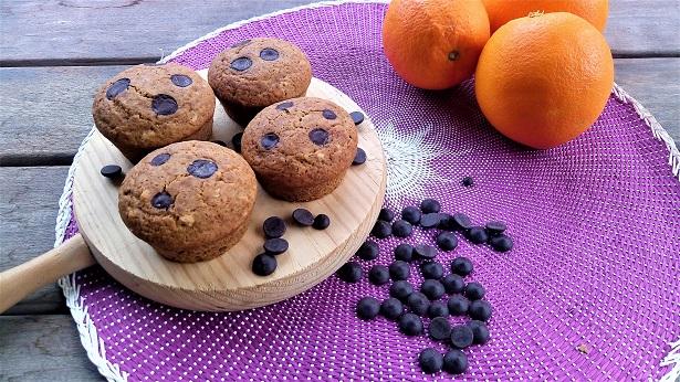 Magdalenas de trigo sarraceno con naranja y chocolate