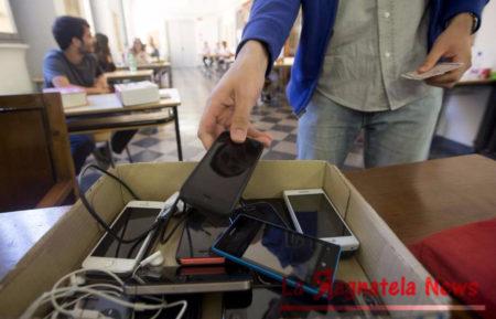 Rimosso_divieto_smartphone_in_classe