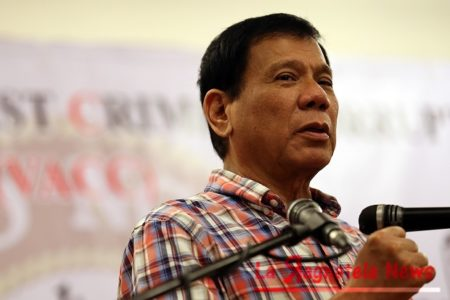 DUTERTE AT VACC 17TH FOUNDING ANNIVERSARY/JULY 3,2015 Davao City mayor Rodrigo Duterte gestures during his speech as guest of honor at the VACC 17th Founding Anniversray held at Camp Aguinaldo, QC. INQUIRER PHOTO/RAFFY LERMA