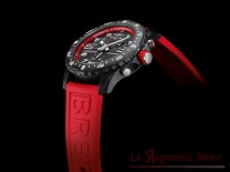 mini_11_endurance-pro-with-a-red-inner-bezel-and-rubber-strap-1