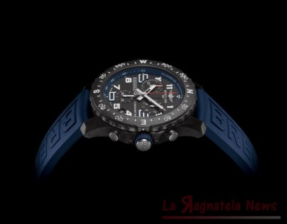mini_15_endurance-pro-with-a-blue-inner-bezel-and-rubber-strap-1