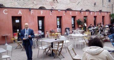 Premiato a Firenze l'infermiere-scrittore aversano Armando Pirolli