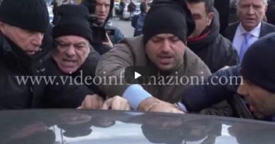 (VIDEO) Napoli. Gentiloni in città: protesta dei disoccupati: scontri con Polizia