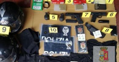 (VIDEO) Napoli. Armi e bombe a mano nel 'Bronx di San Giovanni': blitz Polizia