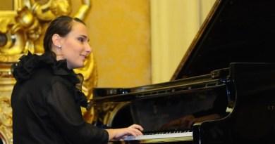 Aversa. Luciana Canonico la pianista non vedente che incanta con la Musica
