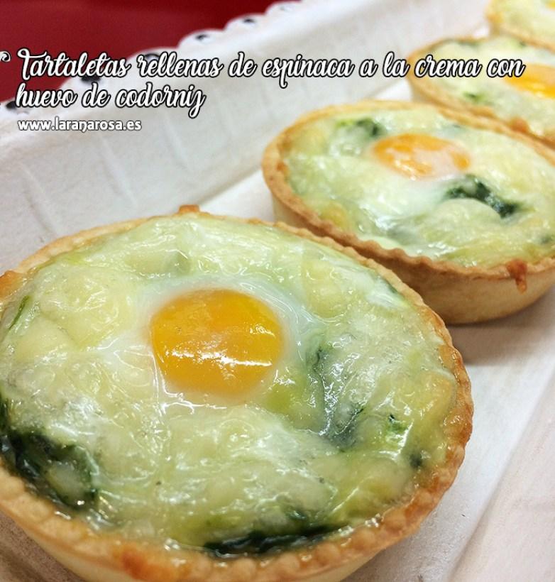 Tartaletas rellenas de espinaca a la crema con huevo de codorniz