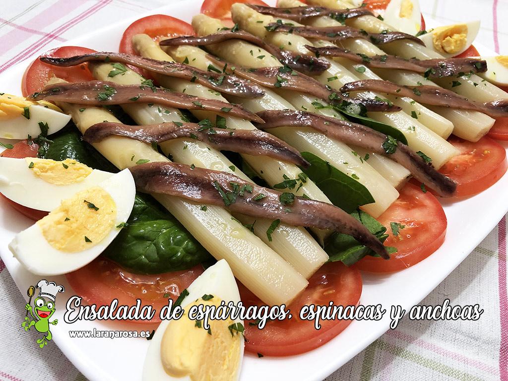 alt ensalada de espárrraos, espinacas y anchoas
