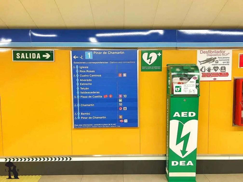 Cada panel enumera todas las estaciones siguientes de ese sentido de la línea desde la estación en la que estés.