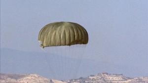 Muere un paracaidista militar mientras realizaba maniobras en Mula