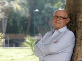 Amador López, fotografiado el lunes en un jardín de Murcia. :: FOTO: FRAN MANZANERA