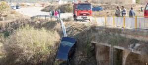 El conche accidentado en el puente de la carretera rural de Caravaca de la Cruz. Foto de Enrique Soler