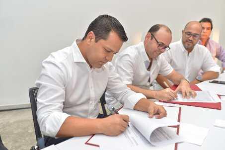Con firma de convenio, Gobernador impulsa al sector ganadero y al CDT del Cesar