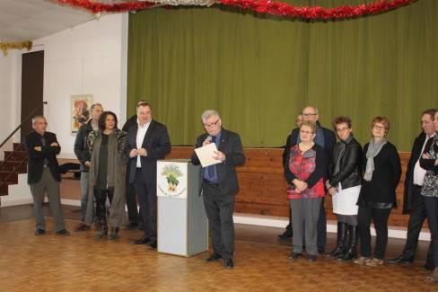 Daniel Thouvenin, le maire, entouré de son équipe municipale et des élus du canton et du département. - Asté Pasqualine