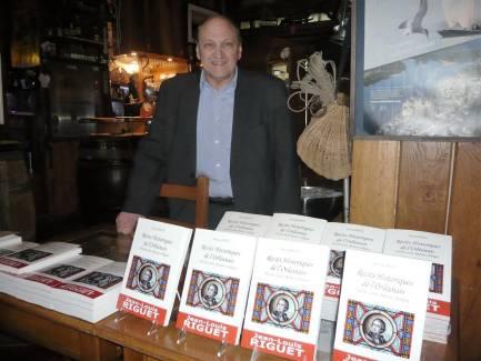 . Jean-Louis Riguet, notaire retraité, écrivain, est venu à la rencontre de ses lecteurs, vendredi, au Girouet. - Deshayes Jacqueline