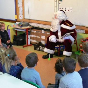 Le Père Noël à pied d'oeuvre