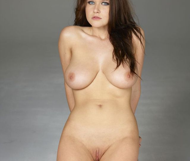 Nude Babe With Large Boobs And Shaved Pussy