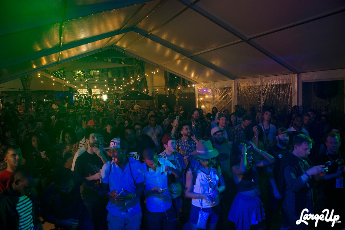 austin-island-whole-crowd