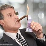 man_smoking_money_1