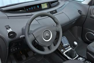 Fiche Technique Renault Espace Iv J81 2 0 Dci 150ch Fap 25th Euro5 L Argus Fr