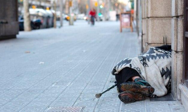 Según un censo no oficial, al menos 4300 personas duermen en la calle en Buenos Aires.