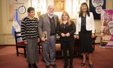 """Presentación del libro """"Pasajeros del Tiempo"""" en la Legislatura Provincial"""
