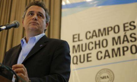 Etchevehere y el presidente del Renatre, Ramón Ayala en la Rural