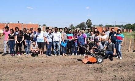 """Agricultura entregó un motocultivador al Anexo Educativo """"Quechalen"""""""