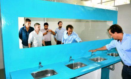 Se inauguró una batería de baños en el sector de El Mogote
