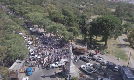 Las Cooperativas Eléctricas se hicieron sentir en Córdoba con un masivo camionetazo